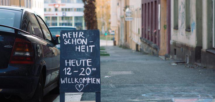Grand Beauty Salon von Frauke Frech / Interventionsbüro, Blick von der Zietenstraße   Foto © Fabian Thüroff